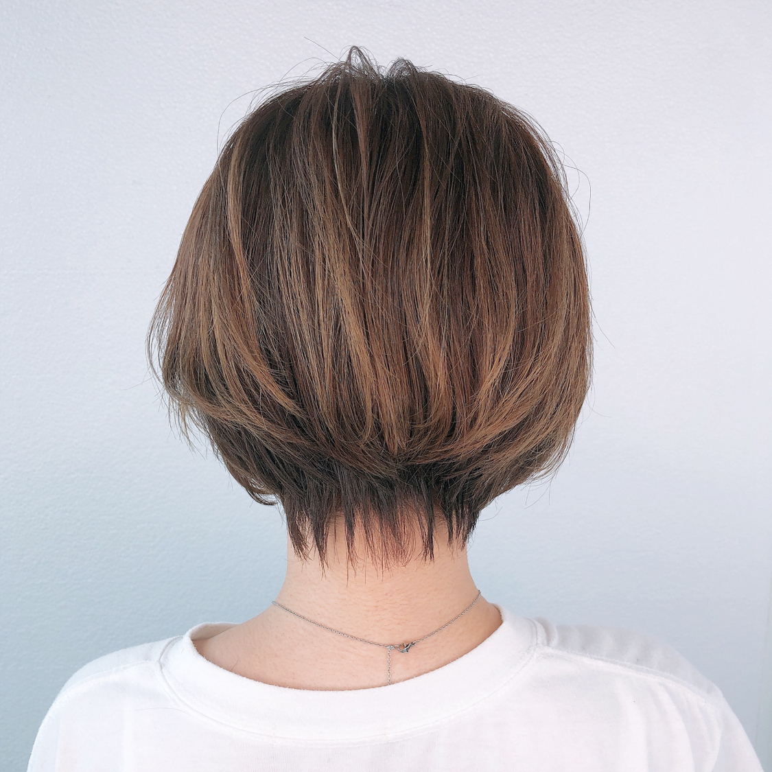 【ハンサムショート】 ●ショートスタイルだけど 女性らしさを残したデザイン ●耳掛けするかしないかで 印象が変わるので その日のイメージを作りやすい ●寝癖直しのみですぐにお出掛けできる #岡山美容室#岡山美容師#サロンモデル#サロンスタイル#ハンサムショート #ハンサムショート女子 #hair#モンクレール #moncler #hairstyle#shorthair #ショートヘア #髪型#古作蓮#レディースショート #外国人風#beauty#西海岸風#撮影モデル#美容室MICHI#michi富田店#大元駅#大元駅美容室#stylist#followme#cut #カリスマ美容師#ショートボブ #サロンワーク#ショート女子