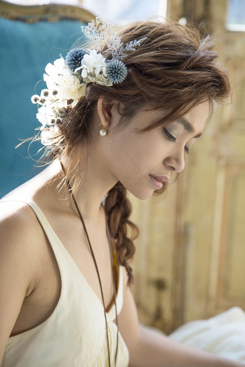 結婚式の 髪飾り のマナーと選び方 お呼ばれは 相応しい髪型で