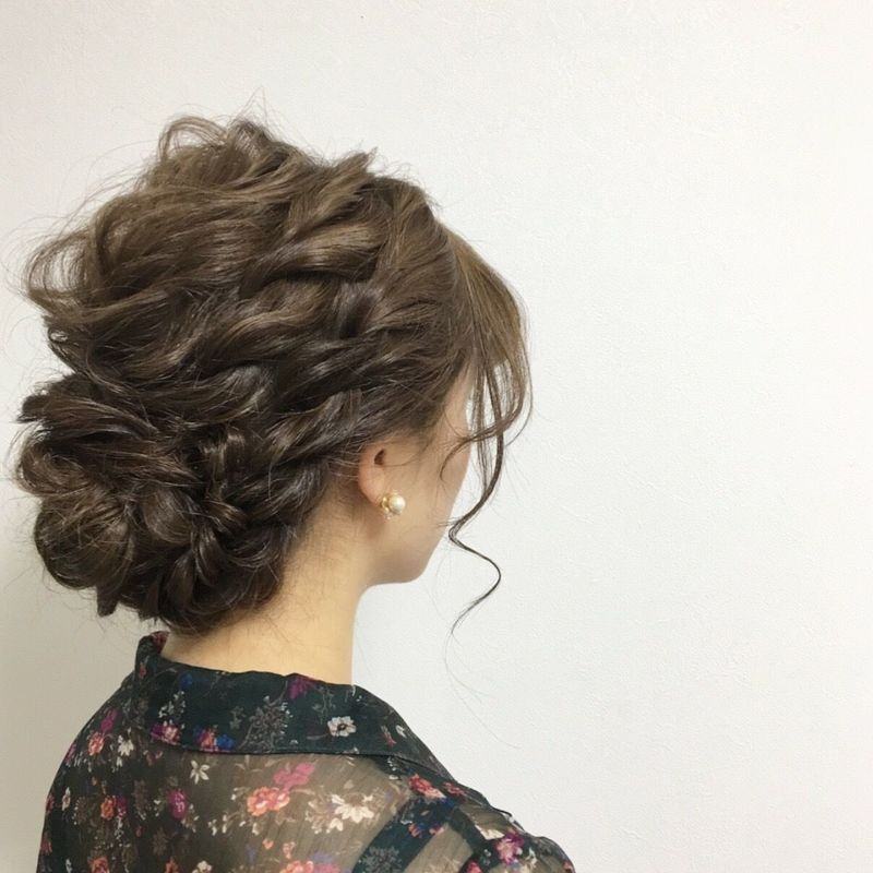 結婚式ならシニヨンでキメて♡セルフで簡単なヘアアレンジを紹介