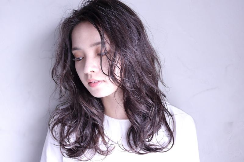 ベビーオイルで色っぽ濡れ髪♡【ウェットヘア】を徹底解説!