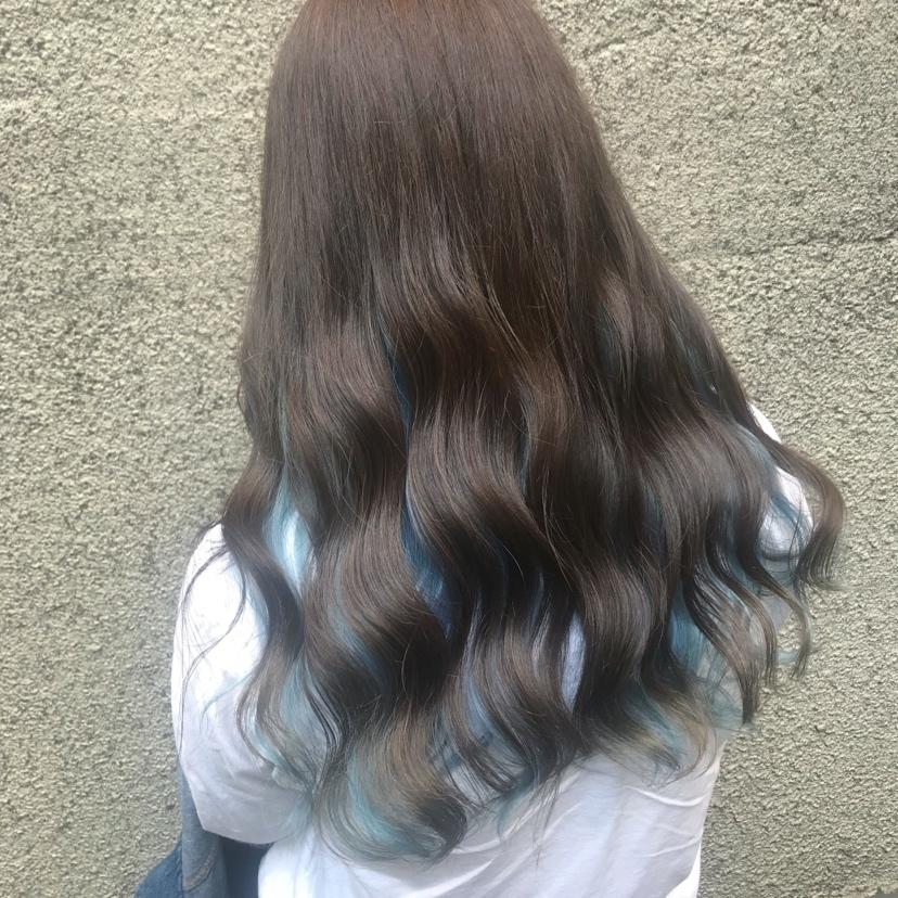 ((inner blue🐬))  sky blue🦋 . . ご予約はコメント、DMからお気軽にお問い合わせ下さい🌱 hairの相談colorの相談もいつでもご連絡お待ちしてます🐰🌼 .  . . #ヘアアレンジ#ヘアカラー#韓国#ハイトーンカラー #korean#青#blue#bluehair#ムギョルウェーブ#サロモ#kawaii#インナーカラーブルー #l4l#インナーカラー#東京#代官山#美容室#ヘアサロン#美容師#お洒落#サロンモデル募集#hair