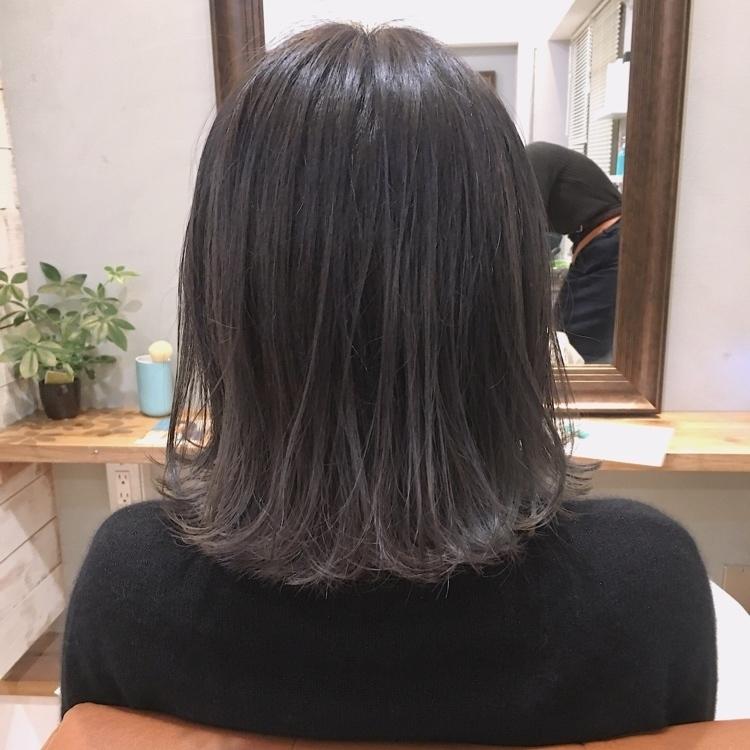 毛先はブリーチ2回は必要なハイトーンカラーです!ブリーチの回数を重ねる場合はダメージしないケアブリーチを使用することをオススメします!ケアブリーチとは94パーセントダメージカットしているので枝毛や切れ毛がほとんどできません! カラーはブルーグレージュのからのグレージュへのグラデーションカラーです◎ ・ ・ #rei-hair-fuk #福岡#天神#大名#福岡美容室 #天神美容室 #大名美容室 #外国人風カラー #ハイライト #ブリーチ #ヘアスタイル #ヘアアレンジ #ボブ #ショート #デザインカラー #外国人風ヘアー #学生#大学生 #高校生 #JK#専門学生 #専門学校 #大村#卒業式ヘア #入学式#切りっぱなしボブ#ファイバープレックス #オラプレックス #ケアブリーチ