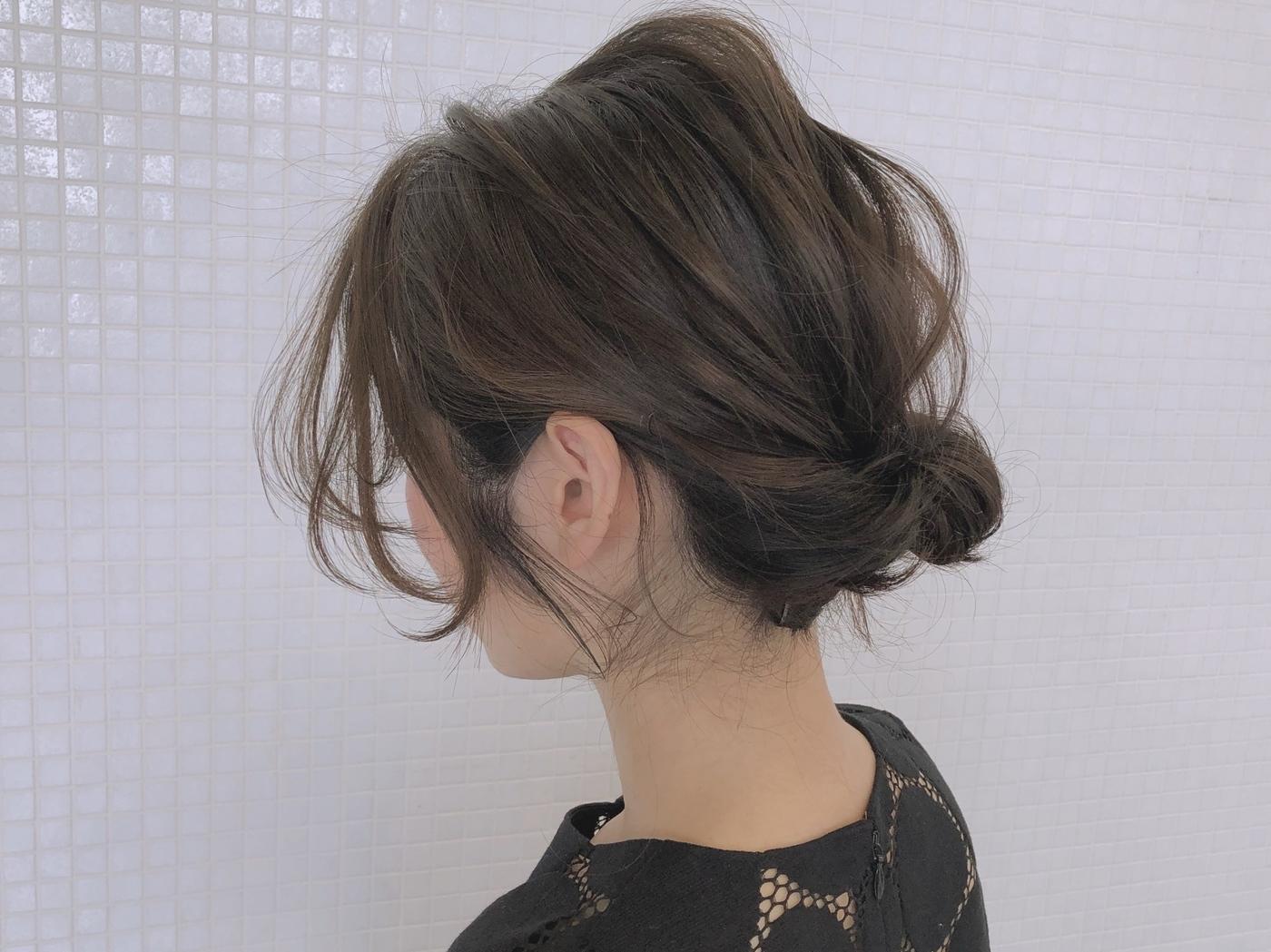 30代ショートアレンジヘア【結婚式】トップをだしたギブソンタックがおすすめ!