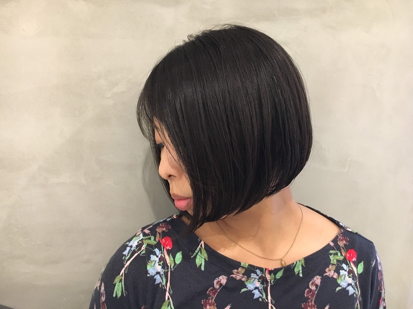 ワンンレンボブ×スライドカット✂  定番のワンレンのボブにスライドカットで毛束感のある軽さを演出しています💓  もちろん長さはお客様の希望×似合う長さで(^o^) #PEEK-A-BOO#NEWoMan#ピークアブー#ニュウマン#新宿#美容室#髪型#ヘアスタイル#ヘア#ワンレングス#ワンレン#切りっぱなしボブ#ボブ#ワンレンボブ#黒髪#阿藤俊也#似合わせ#似合わせカット#イメチェン #ボブ #黒髪