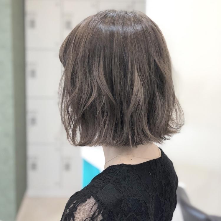 グレージュ グレーカラーのオシャレなヘアカタログ アッシュカラー髪