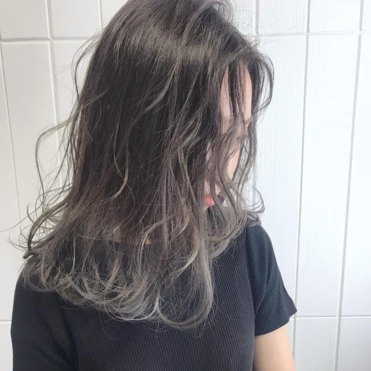 大人カジュアル×gradation. #alicehairdesign#hair#hairstyle#haircolor#hairarrange#make#fashion#小倉美容室#外国人風カラー#ハイトーン#ブリーチ#インナーカラー#ハイライト#グラデーションカラー#ヘアスタイル#ヘアカラー#ヘアアレンジ#oggiotto#oggiottostyle#ayakocolor#撮影#メイク#ファッション#美容師#美容学生#キクゾウスタイル#lavender#grey#アディクシーカラー#オトナ女子