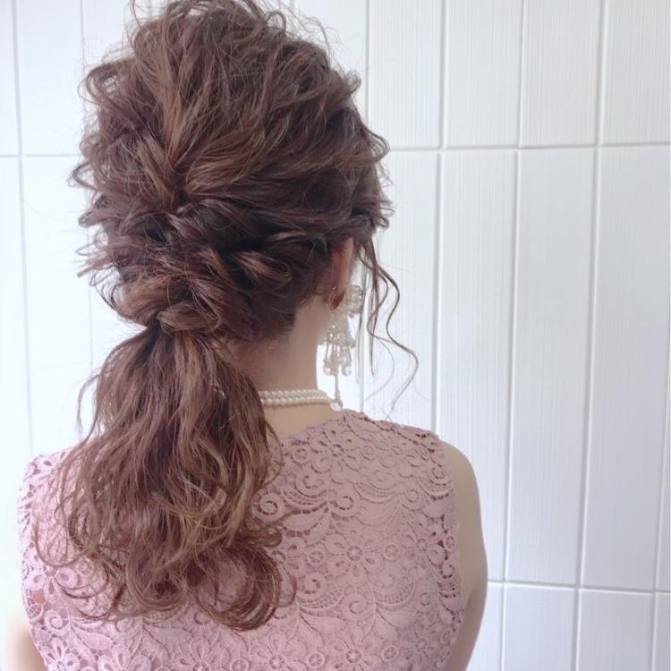 《結婚式お呼ばれヘアアレンジ》ミディアムヘア×編み込みローポニー