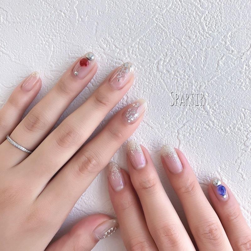 フレンチネイルで色をしっかり楽しむコツ♡広めにとった白が
