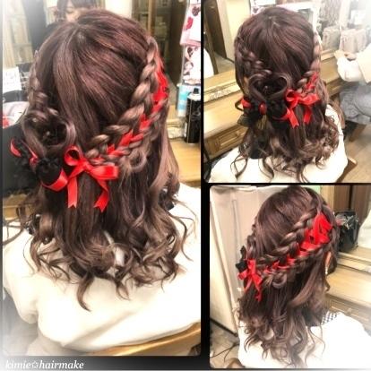 ✩可愛いが盛りだくさん♡ハーフアップ✩ スタイリスト→kimie☪︎⋆。˚✩  2段編みにリボンを通して流行りの#リボンアレンジ ♪ そこに#ハートアレンジ も加えて最高に可愛くラブリーなヘアアレンジ(⌯˃̶᷄ ⁻̫ ˂̶᷄⌯)💓 リボンはお客様ご持参のもので、赤と黒がちょっと甘辛MIXでめっちゃ可愛い🖤❤  よ ✩✰꙳‧✧̣̇‧✡⋆✩⡱ #hair#hairset#hairmake#hairarrange#hairstyle#instagood #instalike #ヘアセット#ヘアメイク#ヘアアレンジ#ハートアレンジ#リボン#可愛い#編み込み#イベント#ライブ#結婚式#二次会#女子会#新宿#歌舞伎町#ホスト#キャバクラ#キャバ嬢#ヘアセットサロン#リボンアレンジ