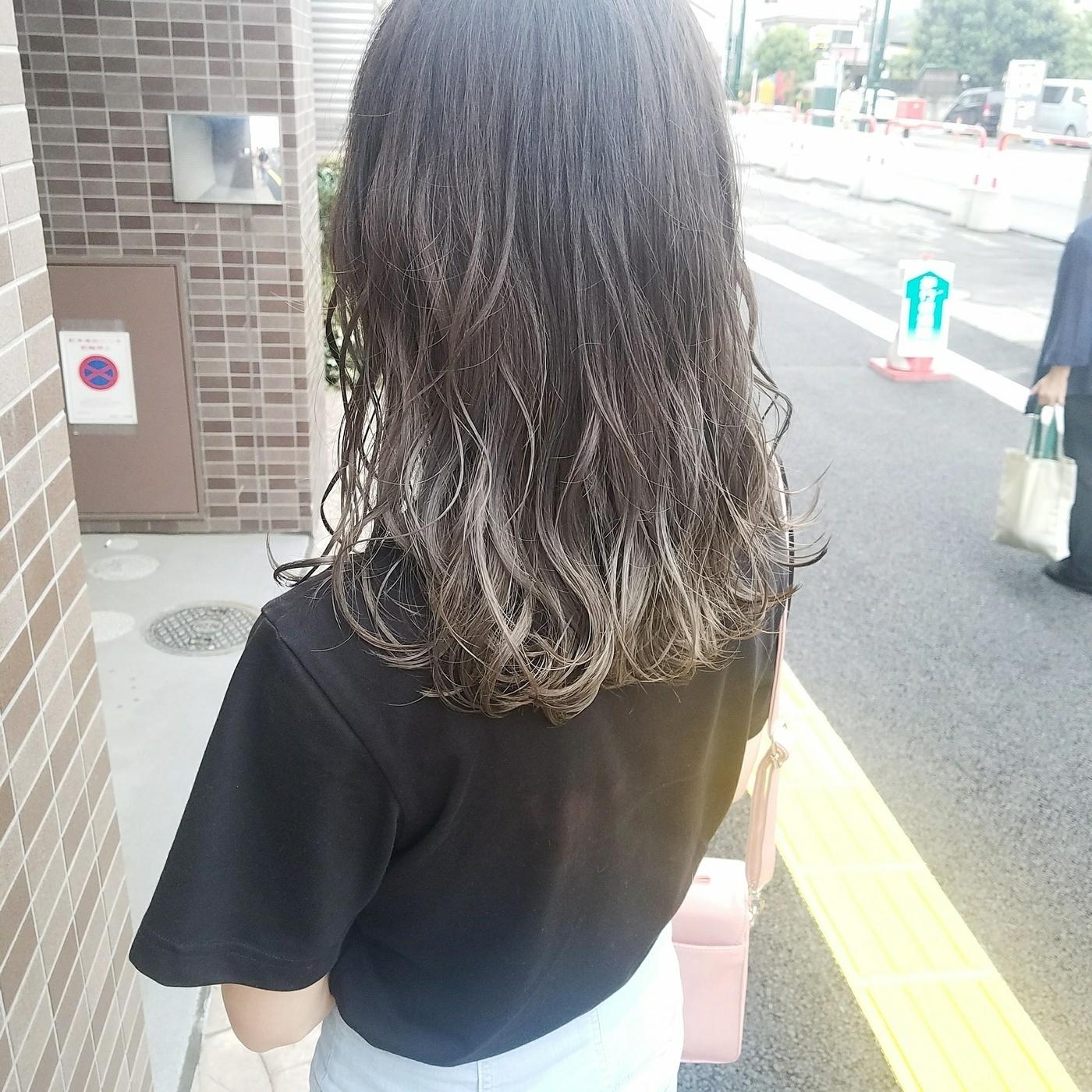 a34976fa496c ヘアカタログ】毛先だけ染めて、黒髪もグラデーションスタイルに ...