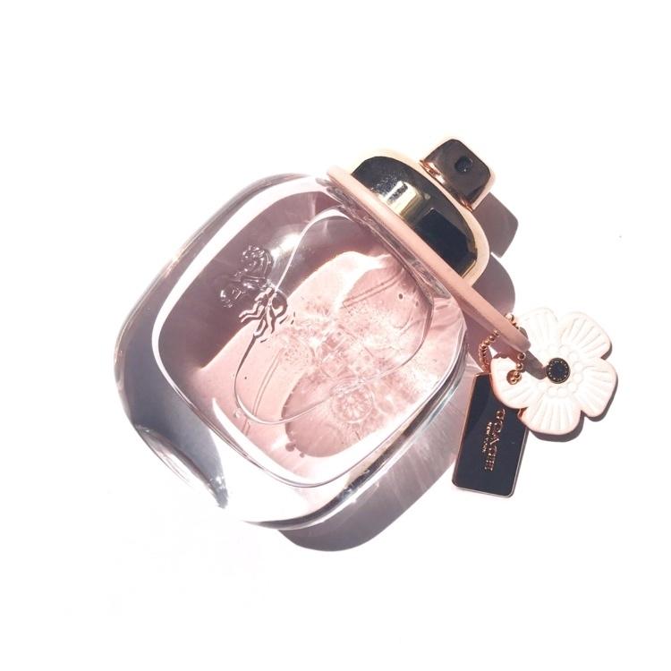 #香水 #コーチ #フレグランス  お気に入りの香水。甘くて爽やかでフルーティ。コーチらしいデザインもすき!