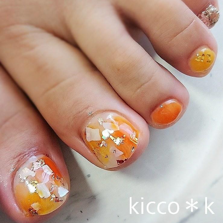 #footnails  #orange  #yellow そんなイメージのお客様に😉   #シェル と #金箔 でキラキラ✨  #フットネイル #オレンジ #イエロー  #shellnails #nail #nails #nailist #nailsalon #instanails #nailswag #nailstagram #nailart #naildesign #ネイル #ネイルデザイン #大人ネイル #ネイルサロン #自宅サロン #kicco_k