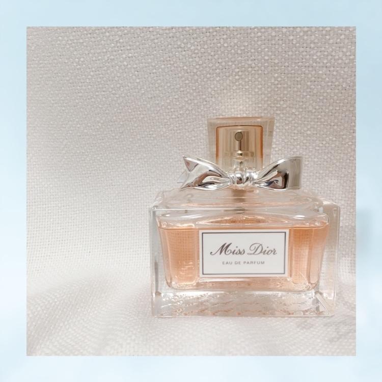 母の影響で好きになった #Dior この香水はリピート買いしてます。 最近、リニューアルされて香りが少し変わってしまったけど、それでも好き。  info▷ミス ディオール オードゥ パルファン 50ml price▷¥12,960(税込)※公式通販サイトより  #香水 #フレグランス