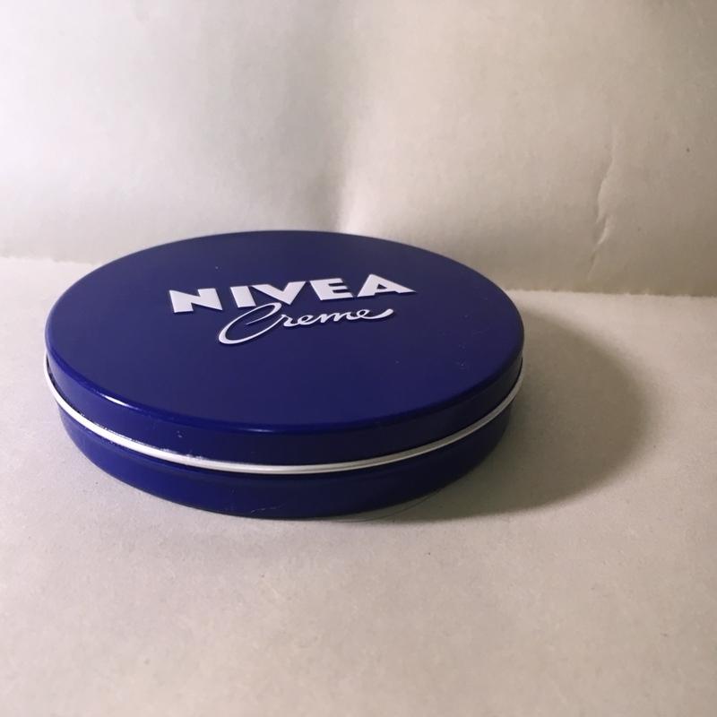 話題沸騰中♡ニベアの青缶は本当にすごいの?徹底解説します!