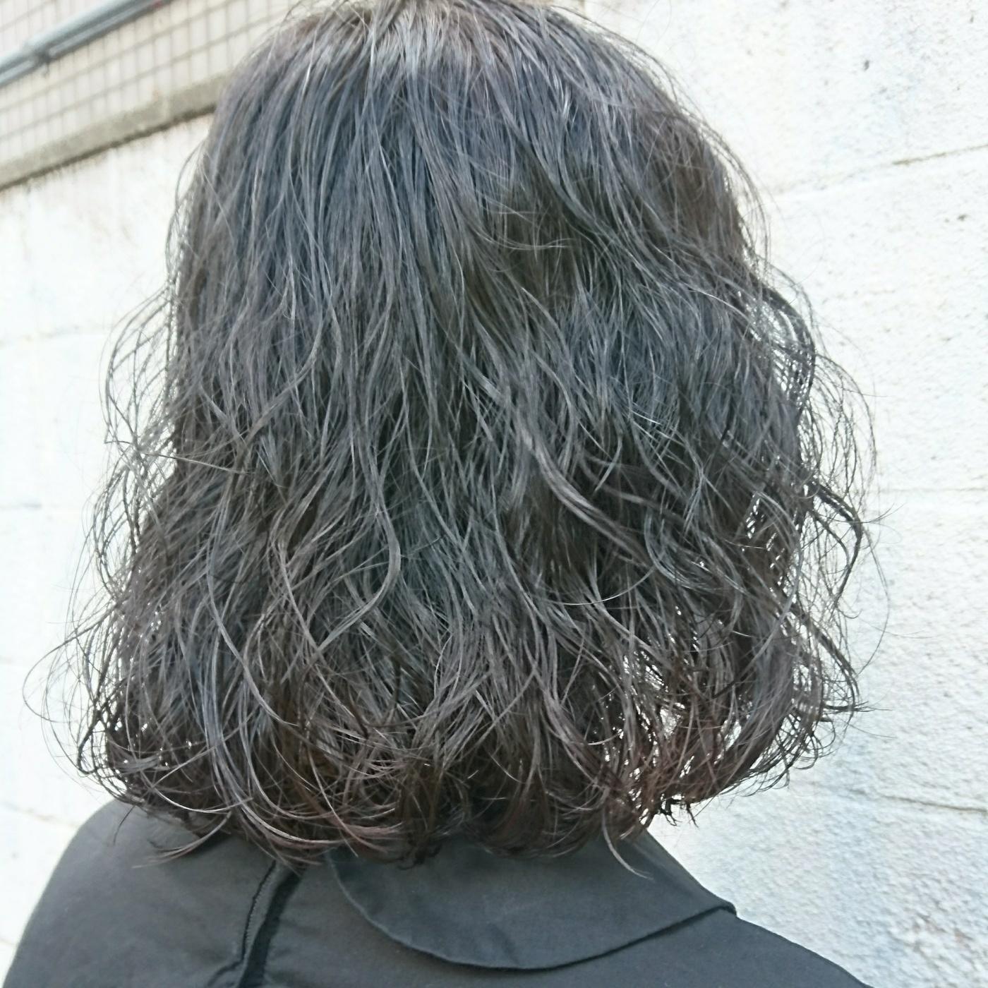 肩上の切りっぱなしボブのニュアンスパーマ☆ 地毛に近い透明感のあるブルージュカラーに♪  #カジュアル #ナチュラル #ニュアンスパーマ #ウェーブボブ #ボブ #ロブ #パーマ #パーマヘア #パーマボブ #ボブパーマ #ブルージュ
