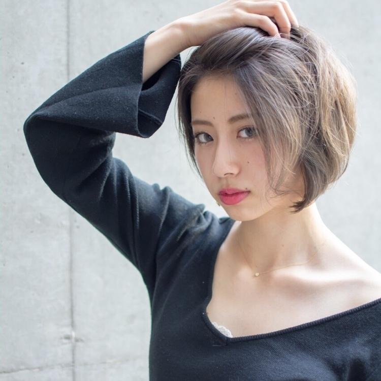 noine スタイリスト斉藤です。 屋上で、撮影ー!!  自然とでる「束感」  話題のHUEカラーで、カラーしました。  N. ナチュラルバーム仕上げ  風に吹かれても、いー感じ‼️  「ピアス」作りました。 サロンで販売しています。  ホットペッパークーポンあります☺︎  #女っぽ#ピアス#オークル#カラー #オフィス #ナチュラル #ミディアム #女子会#大人かわいい #ショートボブ #ブラウン #うざバング #コンテスト #丸顔#ショート#HUEカラー#ヒューグロス