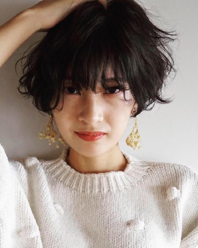 【黒髪×パーマ】でナチュラルにアカ抜けたい方のためのヘアカタログ