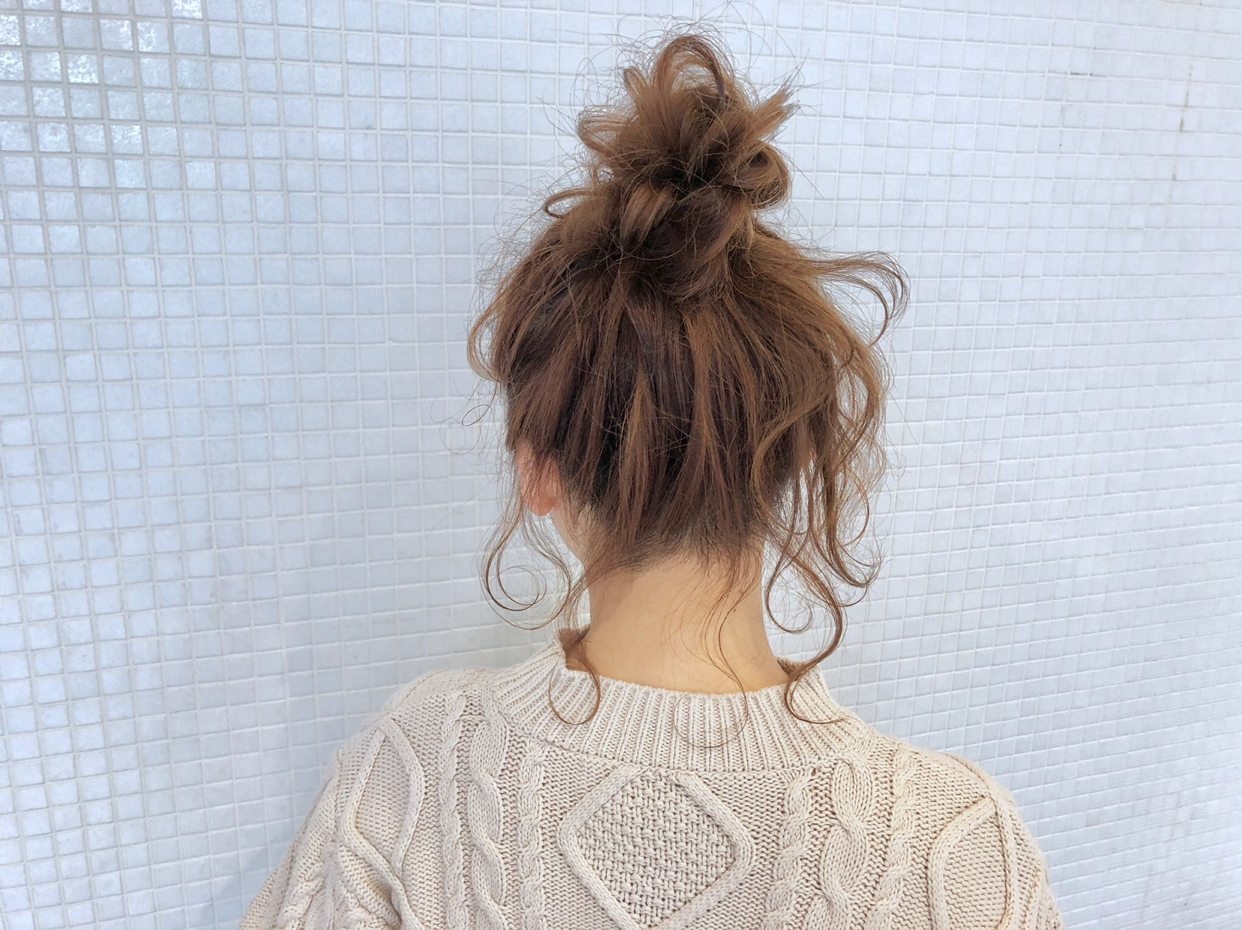 kawamura_takashi_cam ヘアアレンジ&ヘアセット 三つ編みの立体編みで作るお団子ヘア 河村タカシ #hairarrangecam #hairarrange #hairset #hair #ヘアアレンジ #へアセット #ヘア #関西 #大阪 #心斎橋 #hairdresser #美容師 #サロンモデル募集 #サロモ #おくれ毛 #簡単ヘアアレンジ