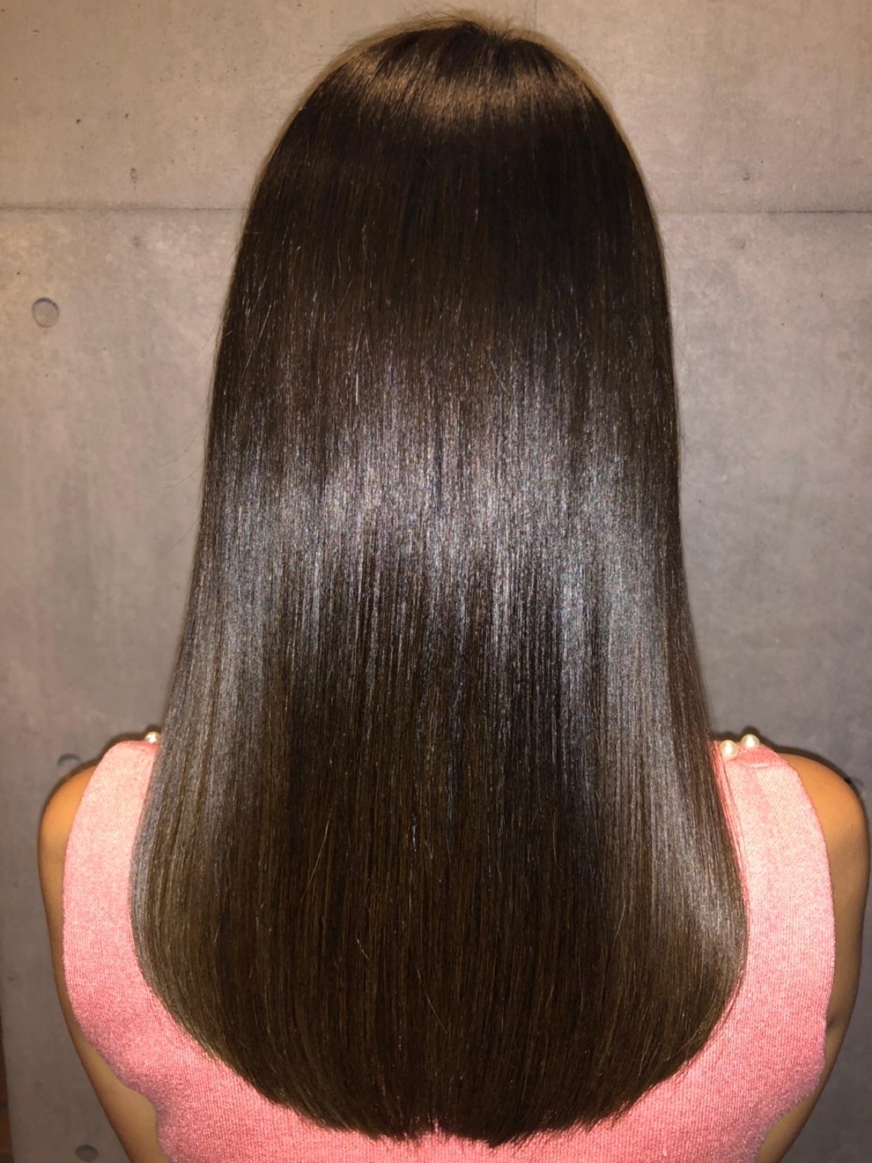 梅雨時期に向けて☂☔ 湿気による髪の毛の膨らみ、うねり、広がり  そんな時は #ケラチントリートメント で解決❗❗  トリートメントなのにクセ、うねり、広がりを抑えることができます😆  縮毛矯正、パーマ剤とは違い、完全なトリートメントになります。  ハイダメージで縮毛矯正、ストレートパーマが できない方なども気にせずできます。  縮毛矯正ほど真っ直ぐにはなりませんが(髪質によります。  髪質が1つでも当てはまった方はぜひ🙆♂ ☂湿気で髪の毛にボリュームが出る 🌀髪の毛にうねり、クセがある 💪くせ毛で髪が細くハリ、コシがない ☠縮毛矯正、ブリーチによってのハイダメージ毛だがクセを抑えたい 🆖美容室にてハイダメージなので、縮毛矯正はできないと言われた 👏セットをとにかく楽にしたい ✨髪にツヤがない  ⚠⚠ケラチントリートメントをするとケラチンが髪の内部で反応しクセ、ボリュームを抑える為、カラーをされている方は色素が押し出され、色が1トーン~2トーン明るくなる事があります。ブリーチ、白髪染めをされている方は2~3トーン明るくなることがありますので、カラーの前にケラチントリートメントをオススメしております。  ☆☆☆平日にご来店のお客様プラン☆☆☆ . ケラチントリートメント初施術の方限定 (市澤指名、シャンプー・ブロー込み) ¥12,960 (税込  #トリートメント  #縮毛矯正市澤一輝  #ケラチントリートメント市澤一輝   #痛まないストレート #傷まないストレート  #クセが強い #くせ毛  #クセ毛 #髪質改善  #痛まない縮毛矯正 #傷まない縮毛矯正  #トリーメントストレート  #縮毛矯正やめたい  #カラー  #サロン #ケラチンシルクトリートメント #縮毛矯正失敗  #ストレートパーマ市澤一輝 #ケラチンシルクトリートメント #ケラチントリートメント販売  #ケラチントリートメント業務用販売  #表参道 #matiz #マティス #ブロガー #インスタグラマー #インフルエンサー #読者モデル  #サロンモデル募集  #ヘアアレンジ