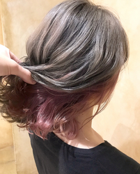 人気なスモーキーカラーのヘアに インナーカラーをプラス♡ ・ 外国人のような透け感があるカラーが 最近は大人気✴︎ ・ そのままでもステキだけど インナーカラーだけで 周りと少し違ったカラーに なれちゃいます♡ ・ クールな感じになりやすいカラーも インナーカラーなどで 遊びゴコロをプラス☆ ・ 巻き髪やアレンジとの相性も ピッタリ✴︎ とっても可愛く仕上がります❤︎ ・ 予約や相談はこちらから➡︎【LINE ryoex0813】【twitter @ryoex0813】 【Tel 086-233-2120】 気軽に連絡ください。 ・ ・ #UniQ  #美容院 #美容師 #美容室 #岡山美容室 #岡山美容院 #岡山美容師 #ダブルカラー #グラデーション #グレージュ #インナーカラー #ブリーチ #透明感カラー #おしゃれ #fashion #美容学生 #ピンク #stylenanda #外国人風カラー #hair #hairstyle #haircolor  #ガーリー  #ボブ #ショート#ミディアム #かわいい