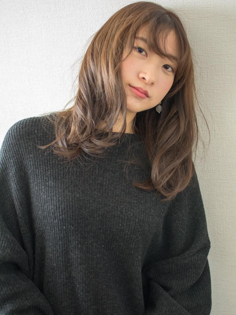 札幌 noine(ノイン) スタイリスト斉藤です。 ツヤのあるアッシュのカラーになります。 冬にオススメの毛先重めスタイル。 N.ナチュラルバーム&N.シーオイル仕上げ。 今回も「ピアス」「ワンピース」は、僕が作りました。 「ピアス」サロンで販売しています。 #ナチュラル #カジュアル #ストリート #オフィス noine#札幌#大通#スタイリスト斉藤#ピアス# #ボブヘア#ボア#ファッション#撮影#オフィス#オフ#カワイイ#ツヤアッシュ#ベージュ#オレンジ#レッド#N.ナチュラルバーム#N.シーオイル ファー#ファッション 外ハネ#切りっぱなし #面長#アウター #流し前髪#ワンピース #セミロング #ブラウン