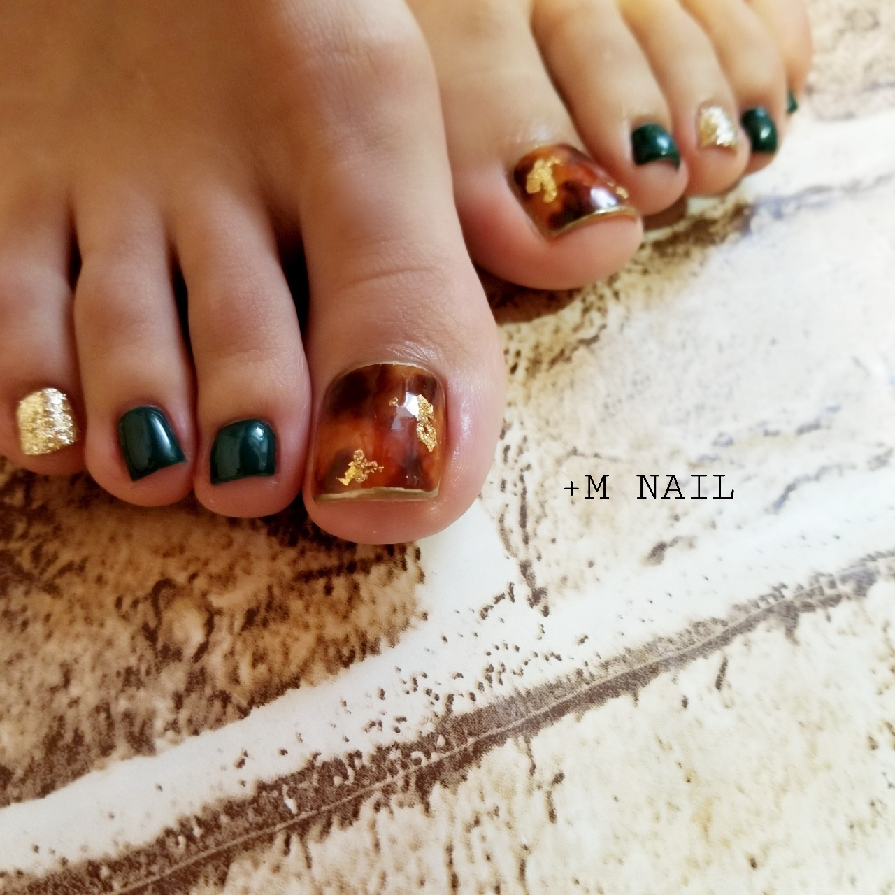 #nails #ジェル #ジェルネイル #ネイル #ネイルサロン #ネイルデザイン #大人可愛い #フットネイル #べっ甲ネイル #ワンカラーネイル #カジュアルネイル #トレンドネイル #おしゃれネイル