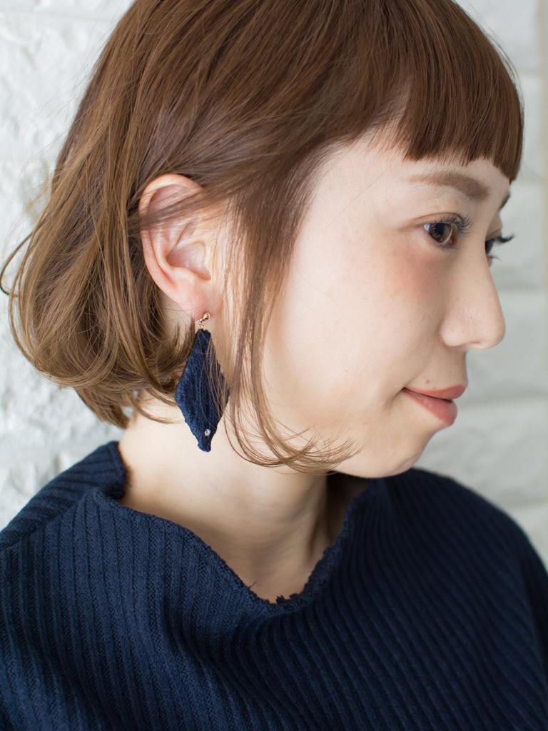 札幌 noine(ノイン) スタイリスト斉藤です。 ツヤと透け感のあるベージュカラーになります。 春に向けてオススメの毛先重めスタイル。 N.ナチュラルバーム&N.シーオイル仕上げ。 今回も「ピアス」「ニットワンピース」は、僕が作りました。 「ピアス」サロンで販売しています。 #ナチュラル #カジュアル #ストリート #オフィス noine#札幌#大通#スタイリスト斉藤#ピアス# #ボブヘア#ボア#ファッション#撮影#オフィス#オフ#カワイイ#ツヤアッシュ#ベージュ#オレンジ#レッド#N.ナチュラルバーム#N.シーオイル ファー#ファッション 外ハネ#切りっぱなし #アウター #ワンピース #オン眉 #丸顔 #アッシュ #ショートボブ