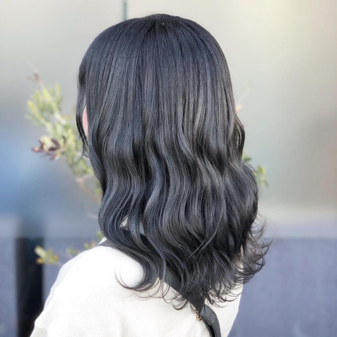 ✨【ダークブルージュcolor】✨ 明るいアッシュcolorだと理想な色が実現できるけど色落ちが早いのが気になる方必見☆ 暗めcolorで透明感出したい方はcolor履歴を活かして 綺麗なダークアッシュに‼️ 仕上げ⇒26㍉で波ウェーブ&MIX巻き♪ ⭐️⭐️⭐️⭐️ ✨✨✨ #haircolor#ハイライト#ローライト#アッシュカラー#プリスタ#撮影#ヘアスタイル#ヘアカタログ#ヘアアレンジ#アレンジ#波ウェーブ#外国人風ヘアカラー #ヘアセット#ヘアメイク#ファッション#ゆる巻き#巻き髪#外国人風 #撮影モデル募集 #モテ髪#岡山美容室#岡山美容師#美容室MICHI#古作蓮#外国人風ヘアカラー#サロンモデル #サロンスタイル #ハイライト #パリピ #hairset