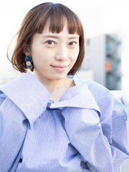 札幌 noine(ノイン) スタイリスト斉藤です。 ツヤと透け感のある「チタニュウムカラー」に, 「インナーカラー」を入れています。 春に向けてオススメの毛先重めスタイル。 N.ナチュラルバーム&N.シーオイル仕上げ。 今回も「ピアス」「シャツワンピース」は、僕が作りました。 「ピアス」サロンで販売しています。 #ナチュラル #オフィス noine#札幌#大通#スタイリスト斉藤#ピアス# #ボブヘア#ボア#ファッション#撮影#オフィス#オフ#カワイイ#ツヤアッシュ#ベージュ#スカート#トップス#N.ナチュラルバーム#N.シーオイル ファー#ファッション 外ハネ#切りっぱなし #シャツワンピ #チタニュウム#チタニュウムカラー#スカート#大人女子 #アッシュ #インナーカラー #ボブ #オン眉 #丸顔