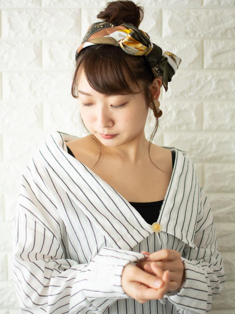 札幌 noine(ノイン) スタイリスト斉藤です。 ツヤと透け感のある日本人にも合う外国人風のカラー 「グリーンアイビー」に仕上げました。 春に向けてオススメの毛先重めスタイル。 N.ナチュラルバーム&N.シーオイル仕上げ。 今回も「ピアス」「シャツワンピース」は、僕が作りました。 「ピアス」サロンで販売しています。 #ナチュラル #オフィス noine#札幌#大通#スタイリスト斉藤#ピアス# #ボブヘア#ボア#ファッション#撮影#オフィス#オフ#カワイイ#ツヤアッシュ#ベージュ#スカート#トップス#N.ナチュラルバーム#N.シーオイル #外国人風#ファッション #外ハネ#切りっぱなし #シャツワンピ #グリーンアイビー#チタニュウムカラー#アレンジ#大人女子 #アッシュ #HUEカラー #セミロング #スカーフ #ターバン #流し前髪 #卵型 #アップヘア