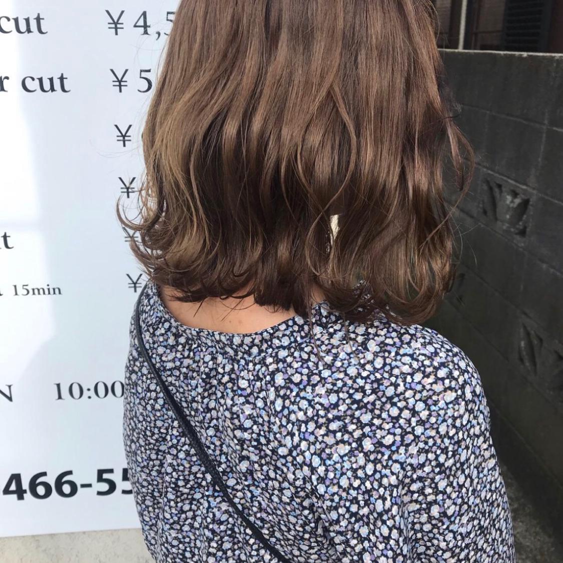 ボブ✖︎ウェーブ巻きのヘアアレンジ。  ミックス巻きに飽きた時におすすめ☺️ ストレートよりもカールアイロンの方が、ゆるふわに巻けるから女の子らしい雰囲気に✌️  #ヘアアレンジ  #アレンジ #ボブ