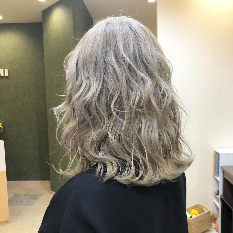 憧れの【ブロンドヘア】にイメチェン!日本人女性向けヘアカタログ
