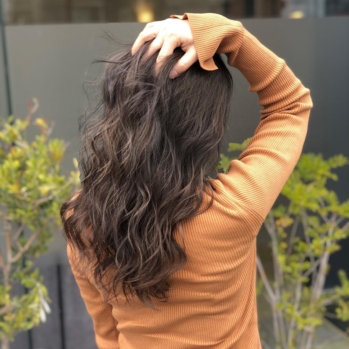 【外国人風color】 傷まないブリーチ使用🌟 ブリーチ履歴を活かしてバレイヤージュcolor‼️ 日本人特有のオレンジ色をブリーチで出来る限り消して、アッシュ系カラーをオン‼️ 仕上げは26㍉でゆるふわに巻いて、立体感あるhairstyle⭐️ ✨✨✨ #岡山美容室#岡山美容師#サロンモデル#サロンスタイル#外国人風ハイライトカラー#外国人風グラデーションカラー#hair#オシャレ#波ウェーブ#hairstyle#haircolor#3dカラー#髪型#古作蓮#フォローしてくれた人全員フォローする #外国人風#beauty#西海岸風#撮影モデル#美容室MICHI#michi富田店#大元駅#大元駅美容室#stylist#followme#パリピ #カリスマ美容師#アッシュグレー#サロンワーク #外国人風カラー