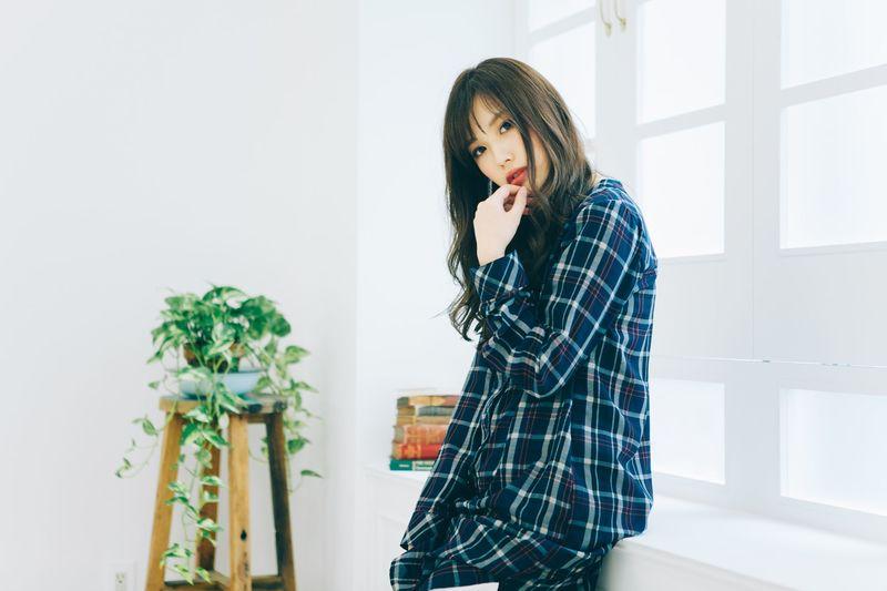 【コーデ29選】ワンピースも♡青チェックシャツでこなれ感をUP。