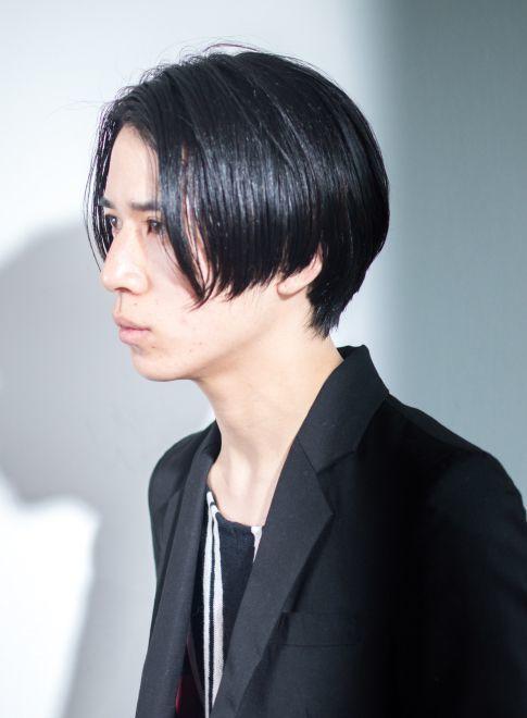 【彼ヘア】男の「黒髪×ストレート」ヘアスタイルでもユニセックス