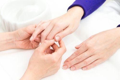 ネイルケアの後のマッサージ、爪もみ療法とは…?の1枚目の画像