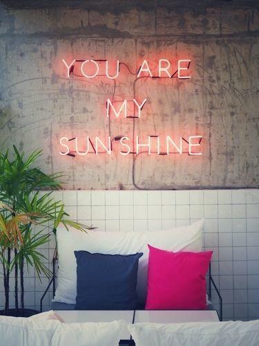 自分のお部屋なのにインスタ映え♡ネオンライトで部屋をおしゃれに♡の2枚目の画像