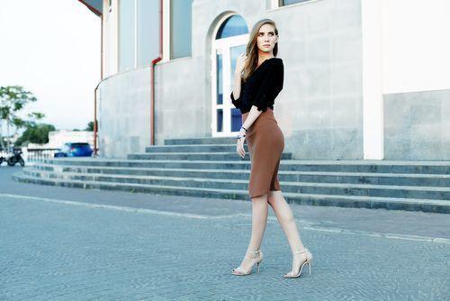 【保存版】スタイルアップを叶えるスウェットタイトスカートコーデ♥の2枚目の画像