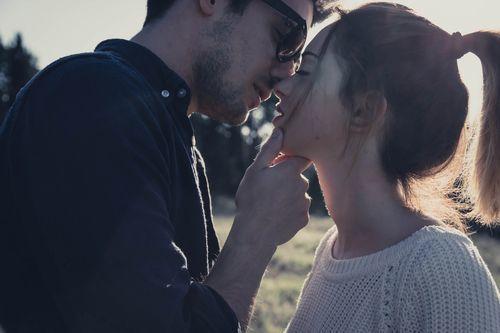 もしかして本命?それとも遊び?別れ際にキスする男性の心理とはの1枚目の画像