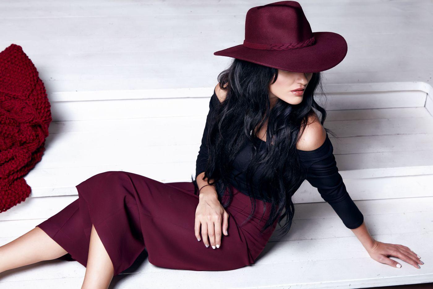 【保存版】スタイルアップを叶えるスウェットタイトスカートコーデ♥の1枚目の画像