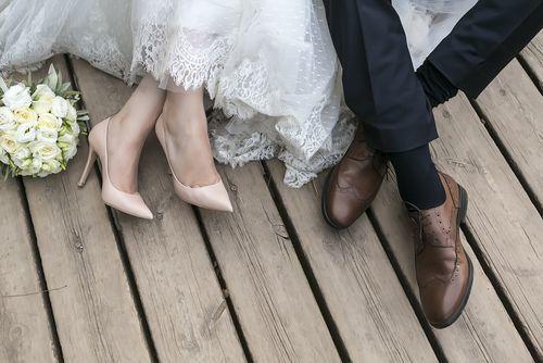 【結婚】逆プロポーズで恋人に喜ばれる《プレゼント》とは?!♡