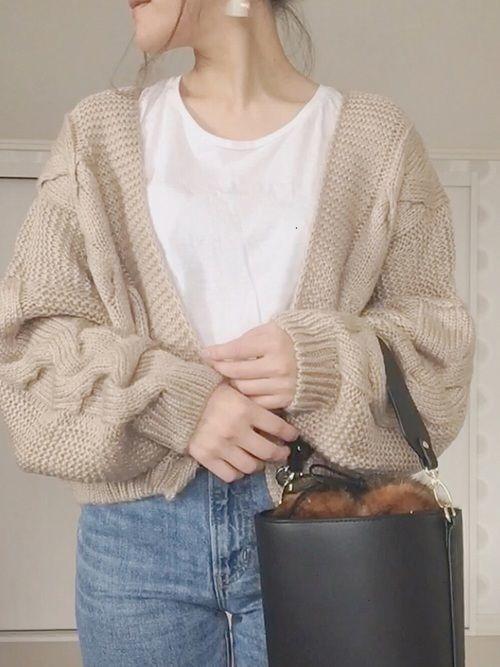 bb0de00661569 ざっくりとした編み目とゆったりとしたシルエットがポイントのケーブルニットカーディガンは、羽織るだけで女性らしい着こなしが完成する秋冬のモテアイテム。