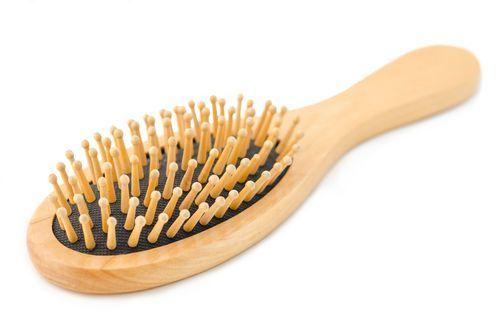 汚いヘアブラシは美髪の敵!タイプ別ヘアブラシのお掃除法をご紹介♡の6枚目の画像