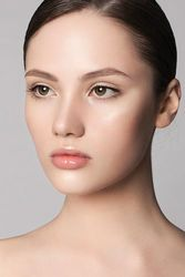 《保存版》眉毛が美人度を左右する!眉カットの方法を紹介♡