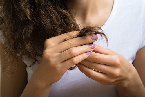 枝毛は髪からのダメージ警報!枝毛カッターよりも毎日のお手入れを!の1枚目の画像
