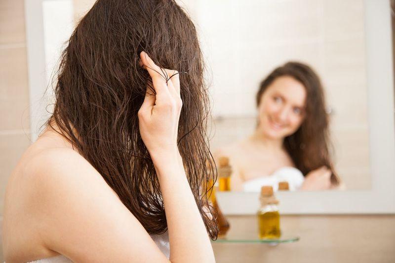 枝毛の原因と対処法とは?ただしいヘアケア&処理で美髪を手に入れて