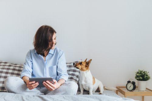 思わず抱き寄せたい!かわいい《犬系女子》の特徴と行動パターン♡の1枚目の画像