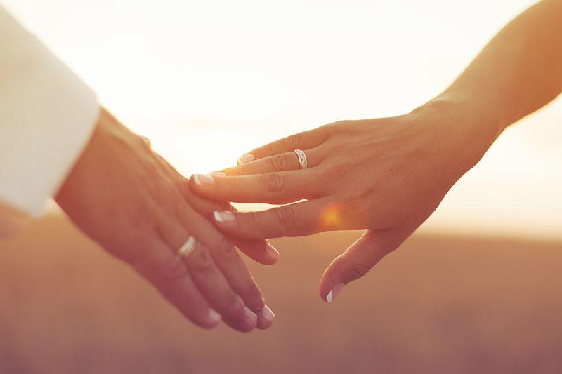 手を繋ぐタイミングが恋のカギ?10選紹介&手を繋ぐ男性心理とは♡