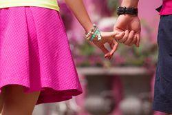 カレと手を繋ぎたい!付き合う前に気になるカレと手を繋ぐ方法伝授♡