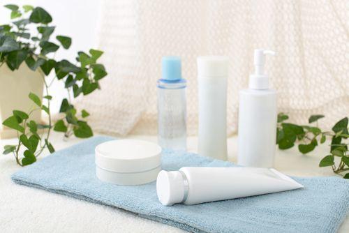 【年代別】おすすめの基礎化粧品を紹介!朝と夜の使い方も解説します